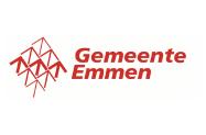Wethouder René van der Weide sluit zonnepanelen installatie aan